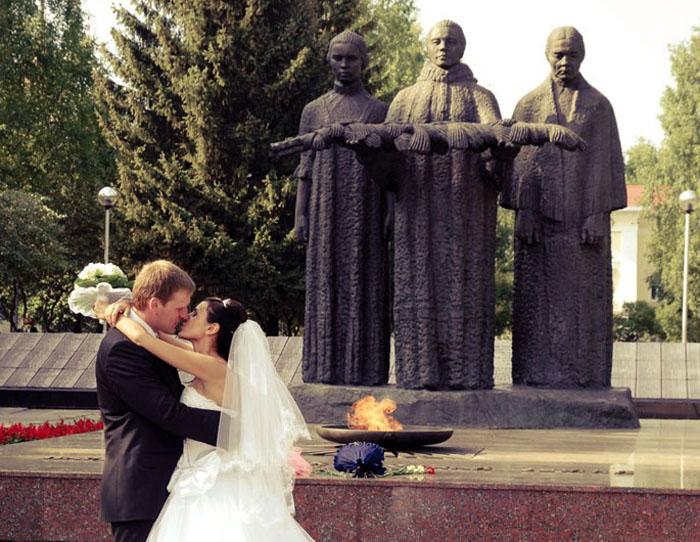 Свадьба в Сыктывкаре. Вечный огонь